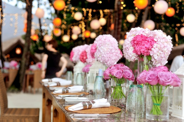 table-with-plates-and-flowers-filed-neatly