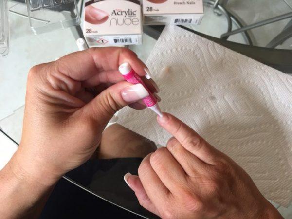 KissNails_glue