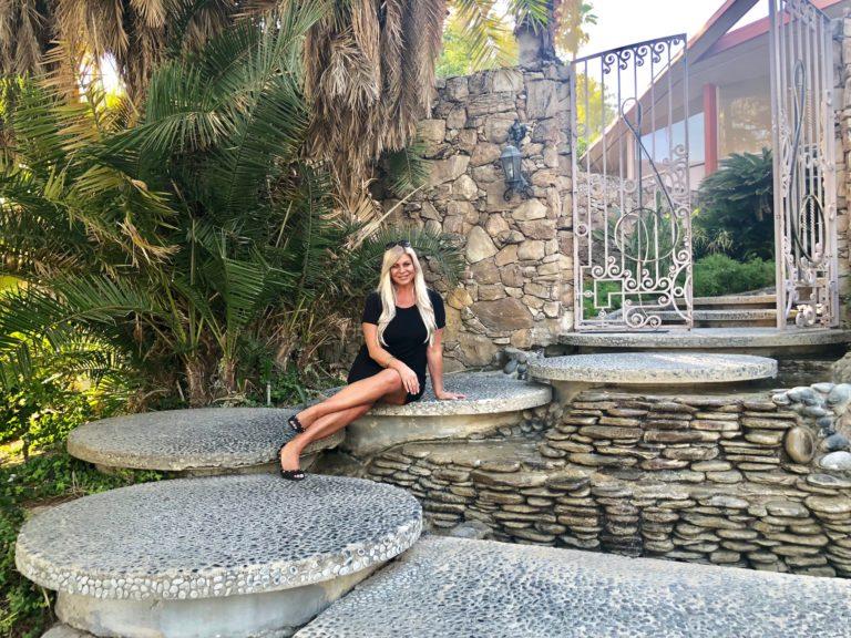Shannon Lazovski at Elvis Honeymoon House