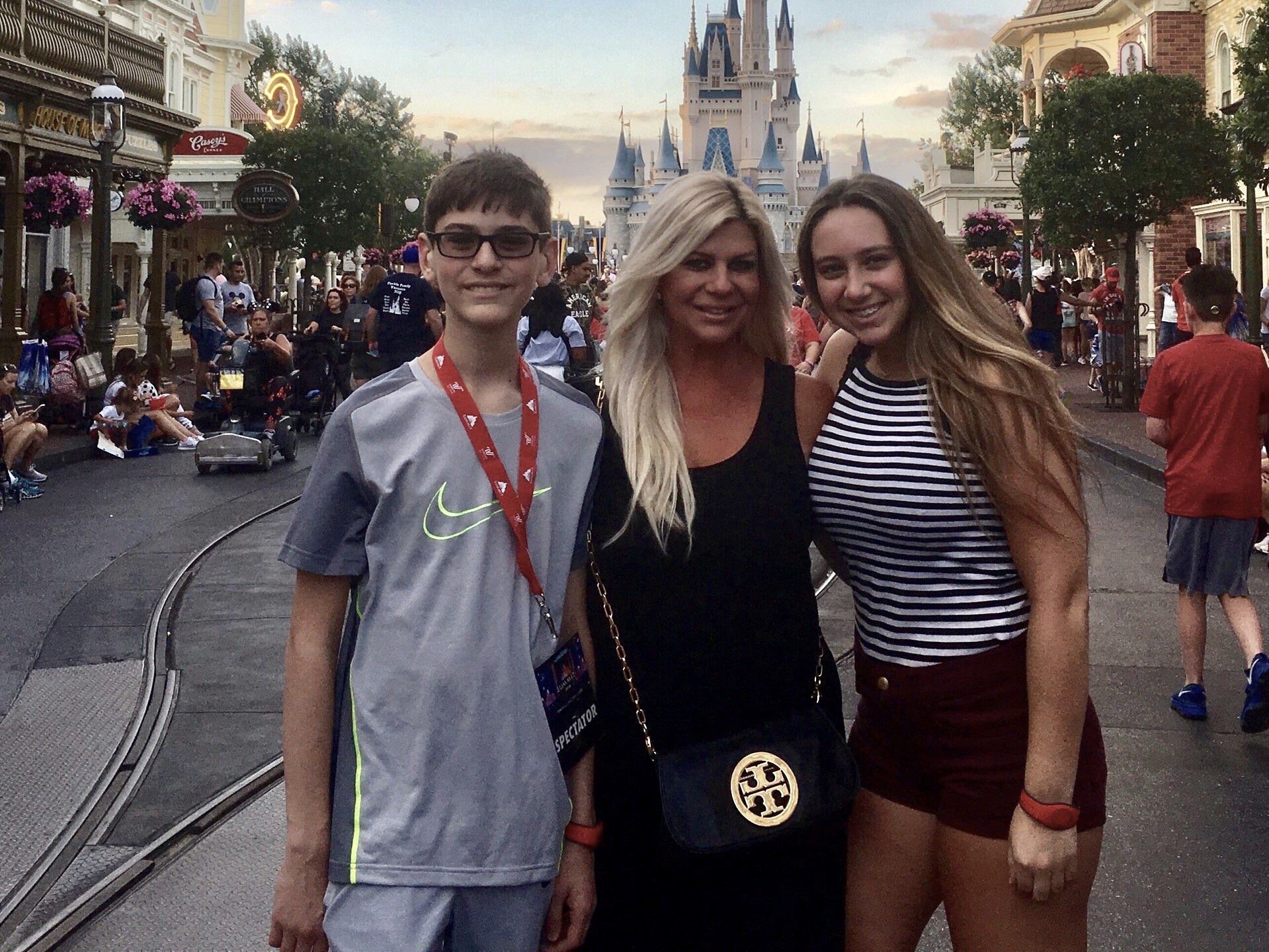 ShannonLazovski_Kids_MagicKingdom